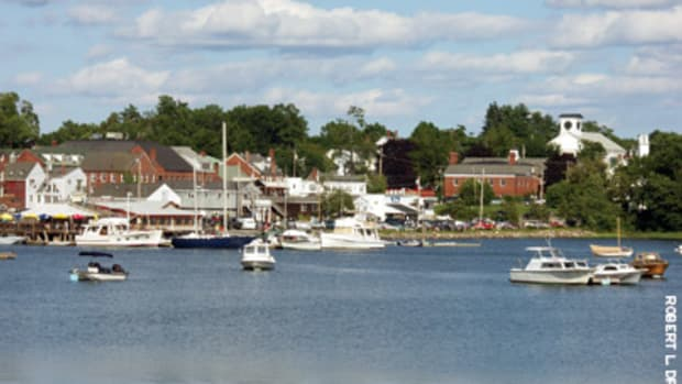 Damariscotta, head of navigation on the Damariscotta River, was a maritime trading center in the 19th and early 20th centuries. Schooner Landing Restaurant and Marina offers dockage for yachts on the site where cargo schooners and steamboats once tied up.