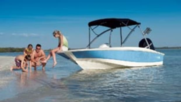 Boston Whaler 170 Super Sport.