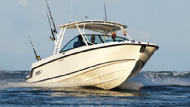 Boston Whaler's 270 Vantage is offshore-capable.