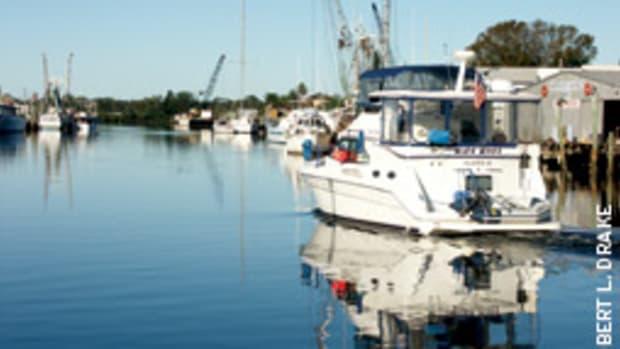 Cruisers should make advance marina reservations.