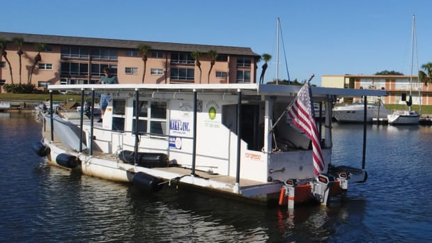 pontoon-boat-with-american-flag