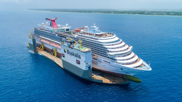 BOKA_Vanguard_loaded_with_cruise_ship_Carnival_Vista_2-1