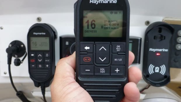 raymarine-ray90-wireless-handset-cPanbo-e1547990997293-800x623