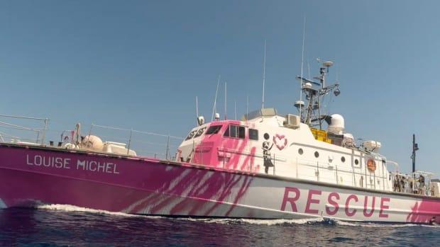 banksy-louise-michel-rescue-boat-refugees-mediterranean-designboom-1800
