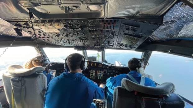 NOAA-Corps-Test-pilots-Lt-Cmdr-Becky-Shaw-and-Lt-Cmdr-Adam-Abitbol-in-flight-station-of-WP-3D-Orion-during-Altius-flight-test-January-14-2021-credit-Nick-Underwood-NOAA