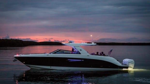 2021-SLX-400-Outboard-SXO400-lifestyle-port-profile-friends-accent-lighting-twilight-00080