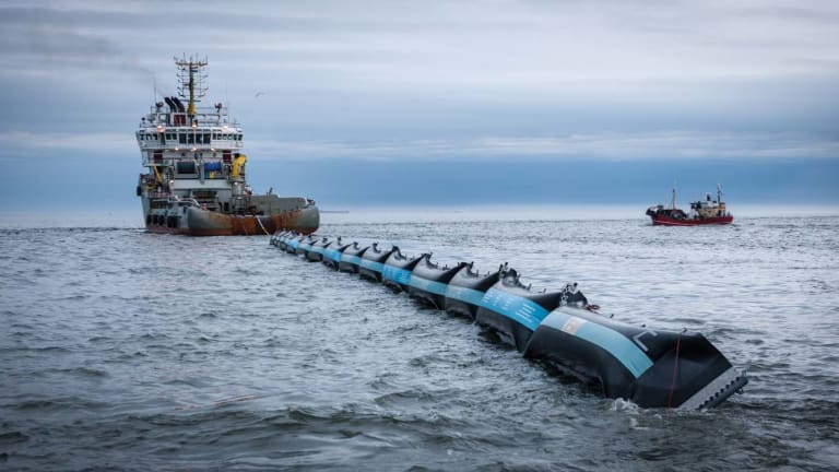 A fleet of screens designed to tame the garbage patch