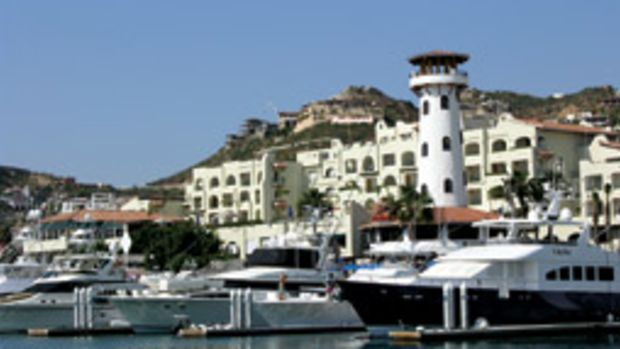 Tax agents raided marinas in Ensenada and other locations and impounded 338 foreign yachts.
