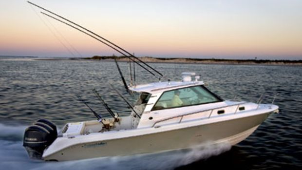 Center console builder Everglades Boats has jumped into the express cruiser fray with two models - a 35-footer (the 350EX pictured) and a 32.