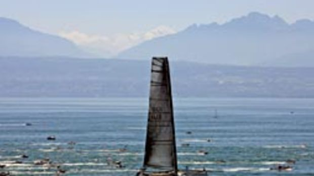 The sails on Alinghi 5 are the latest sticking point in the Cup race.