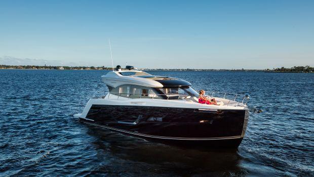 2016-C52-Coupe-lifestyle-5661