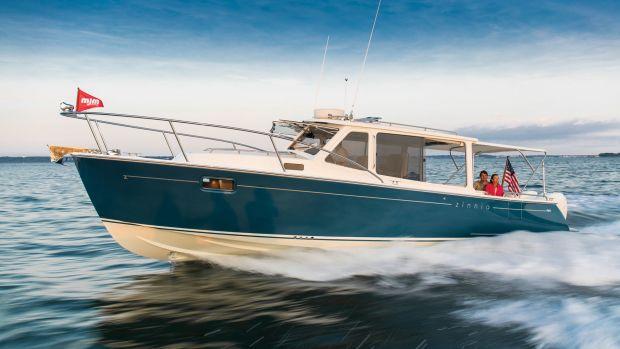 mjm-yacht-35z-running-shot
