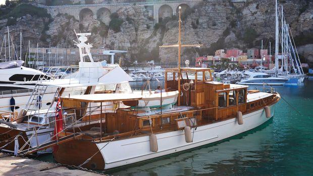 mohegan-commuter-yacht