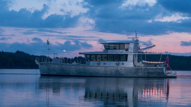linda-steve-dashew-boat