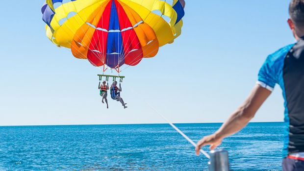 what-is-parasailing