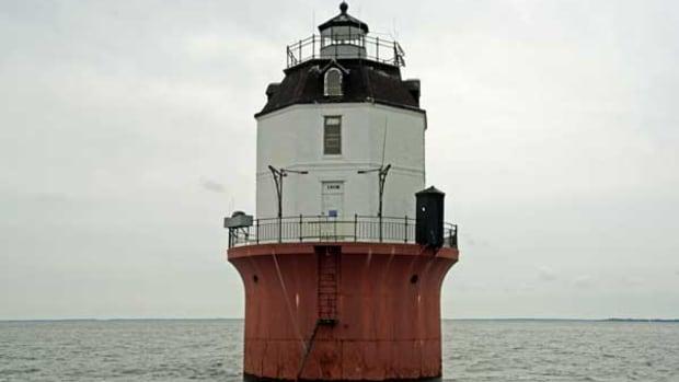 Baltimore-Harbor-Light-EDIT