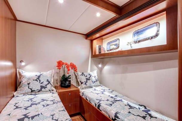 01__OuterReef_610_Motoryacht_photo_by_SupremeScene.com