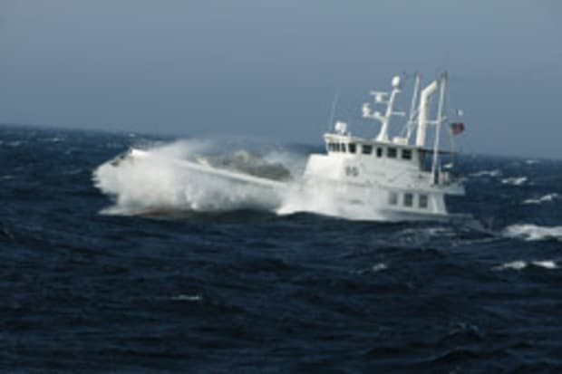 How different hull types react in rough water - Soundings Online