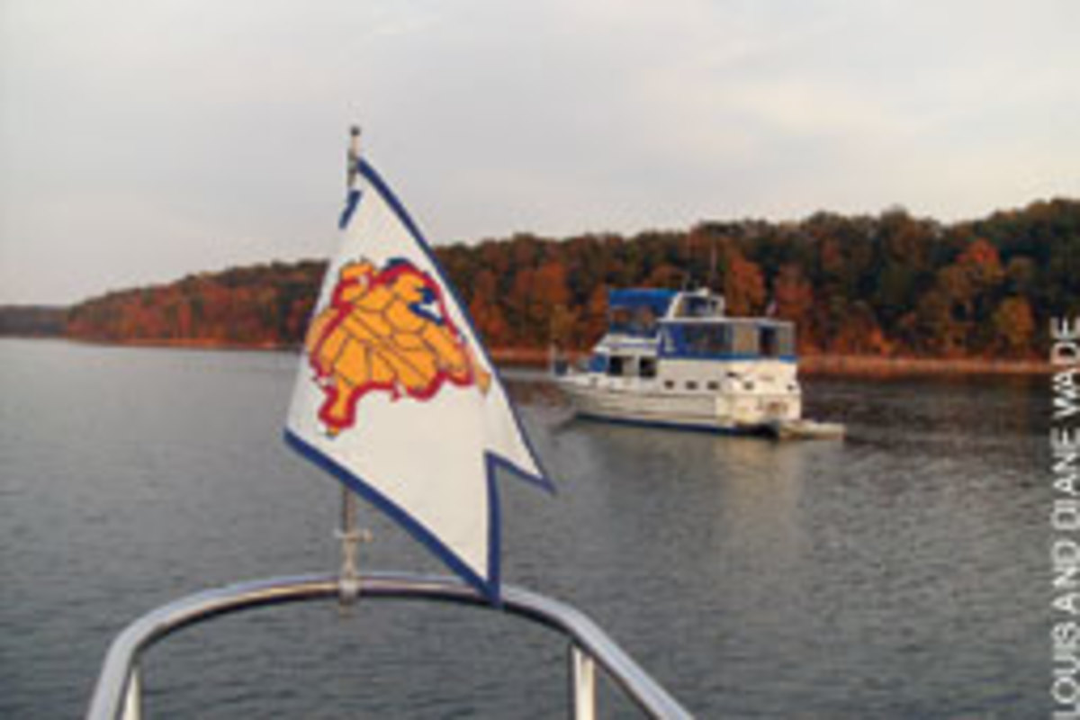 Displaying the AGLCA burgee helps members connect with one another on the Great Loop.