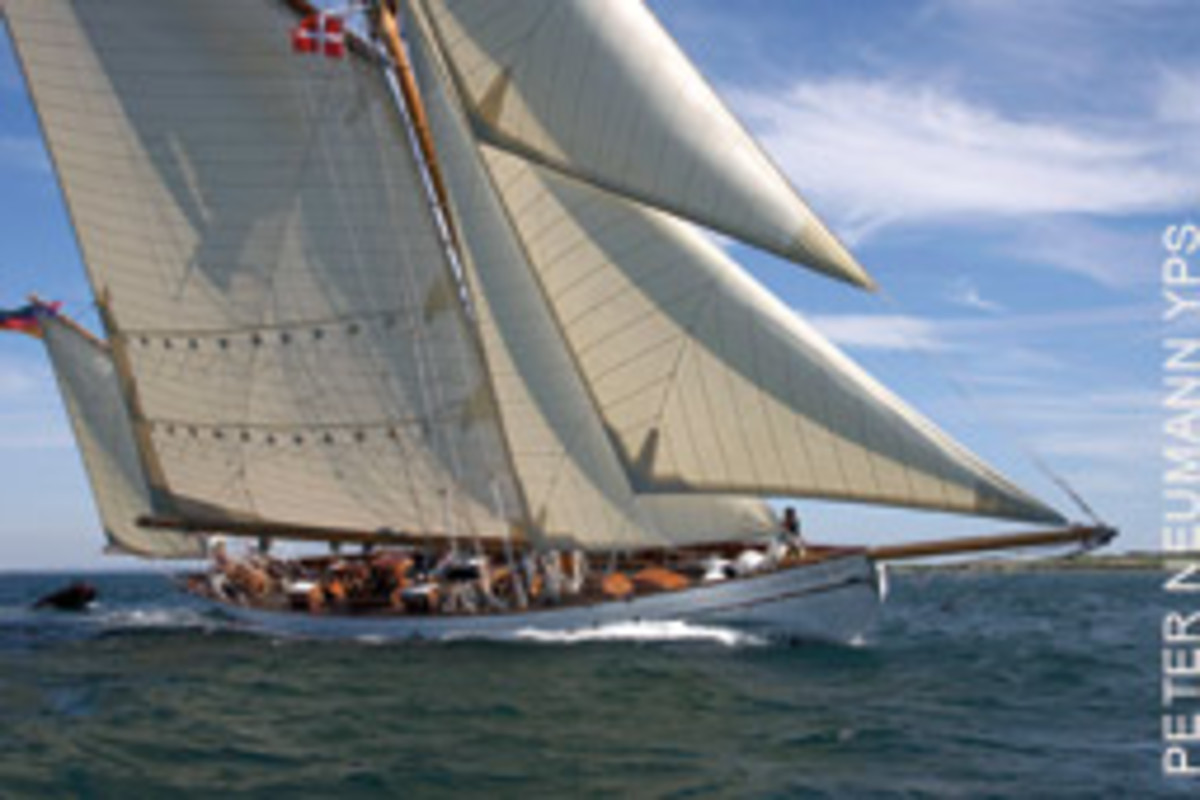 The yawl Artemis cuts a fine figure in the Danish islands during her first season after a long restoration.