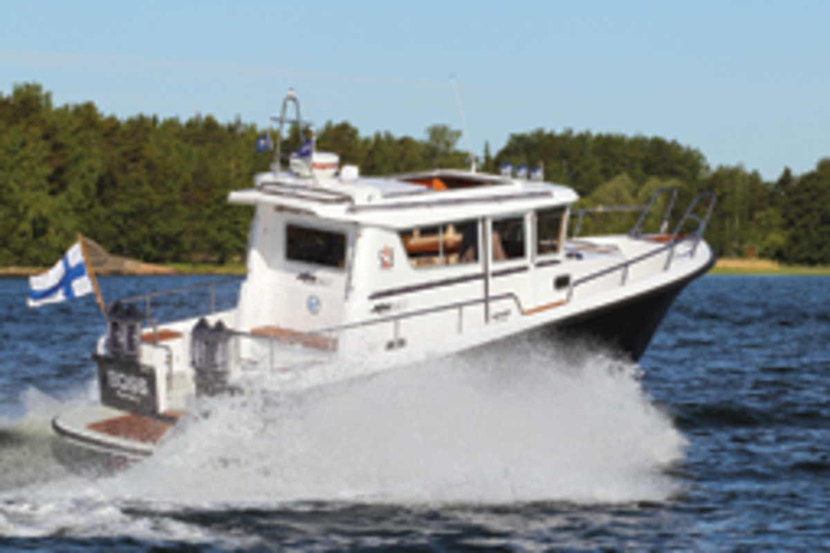 """Minor Offshore 28: an """"archipelago Jeep"""" with a pilothouse and single-diesel sterndrive propulsion."""