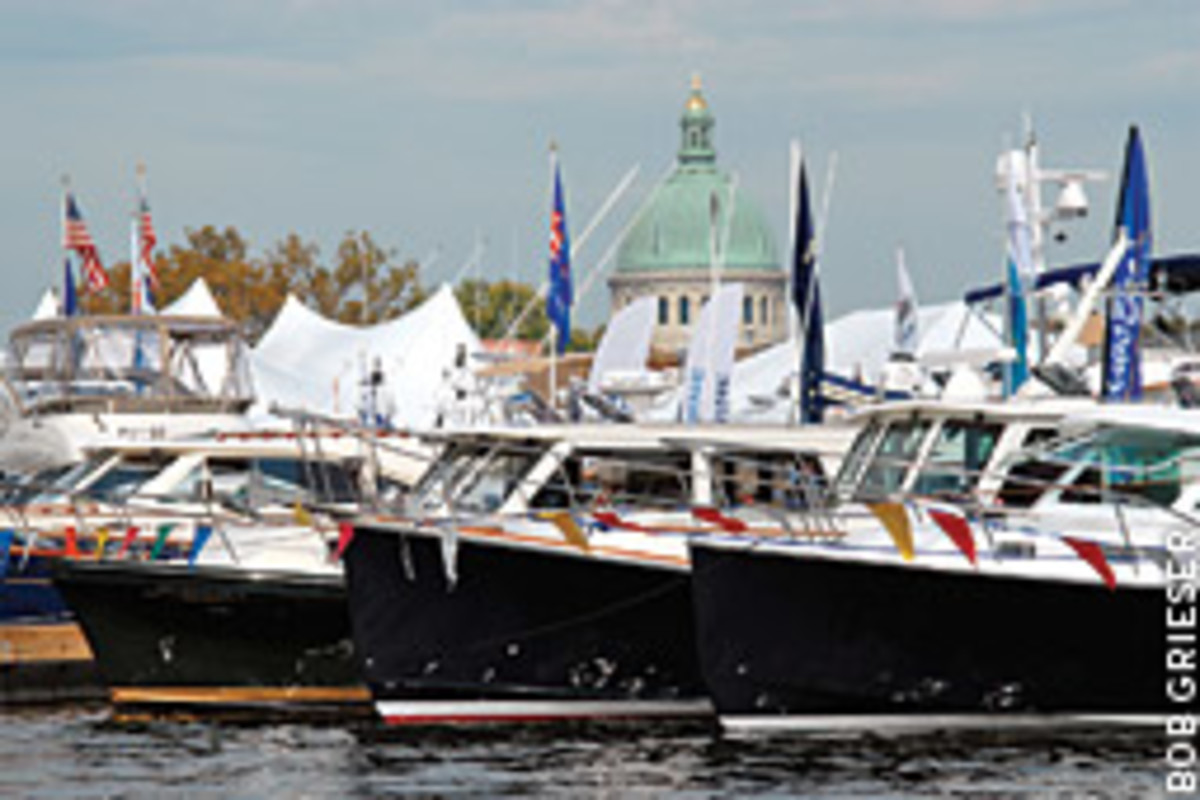 The variety of boat designs offered options for varied tastes in vessels; more than 450 powerboats were displayed just one week after the docks were lined with 250 sailboats.