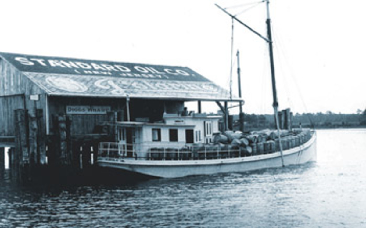 Early buyboats such as Alice & Annie, built in 1922, were used more for transporting freight than for buying and moving oysters.