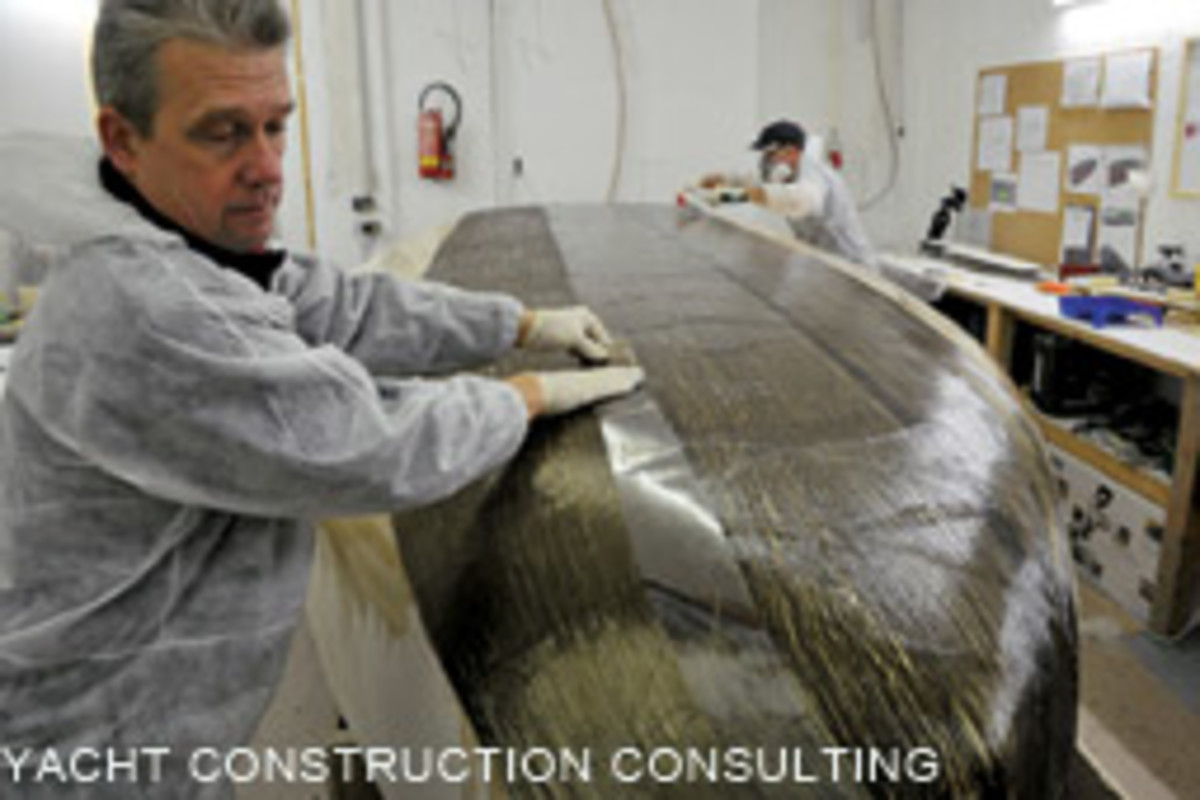 Sedlacek laminates the volcanic fibers on the hull of Fipofix.