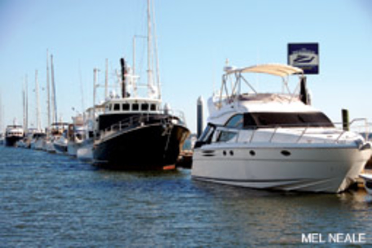 The City Marina of Charleston has 4,000 feet of space for transients, much of it at The MegaDock, which can accommodate boats to 300 feet.