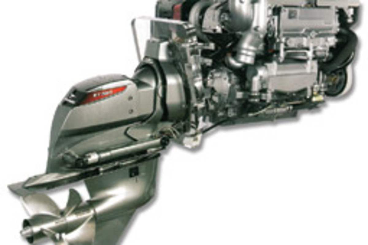 The Yanmar ZT350 sterndrive has a hydraulic clutch designed for smooth gear shifting.