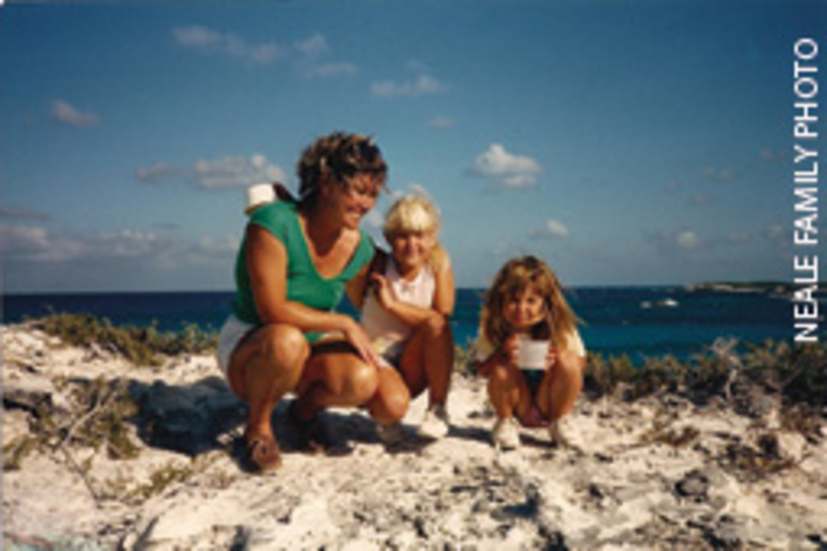 Melanie (center) with her mom, Mel, and sister Carolyn