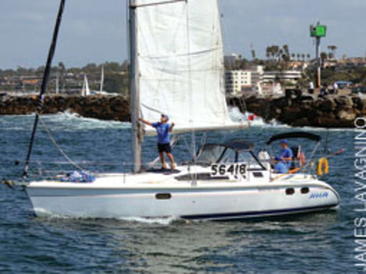 Whatever happened to Aegean (here at the race start), the Hunter 376 was left in pieces 'smaller than a Frisbee.'