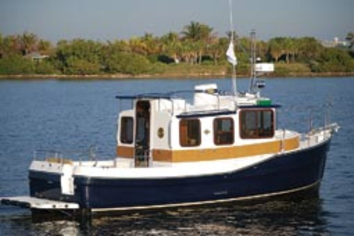 Ranger's R-25SC comes with standard bow and stern thrusters.