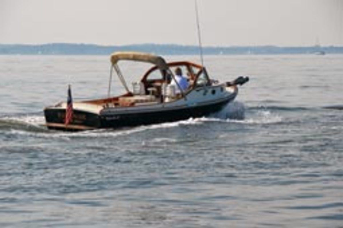 A Classic Bay Cruiser 27 from Mathews Brothers