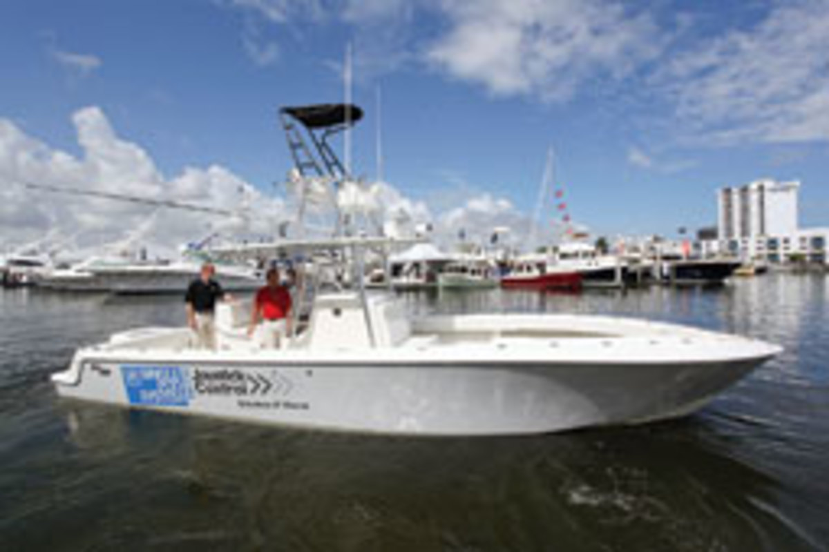 SeaVee introduced the single-pod 340 center console at the Fort Lauderdale boat show.