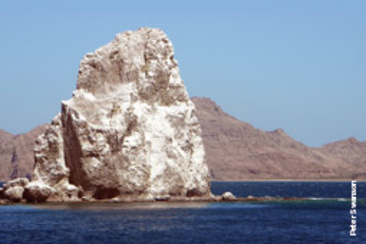 Roca Solitaria can be seen from 10 miles away and is like a beacon for Puerto Agua Verde.