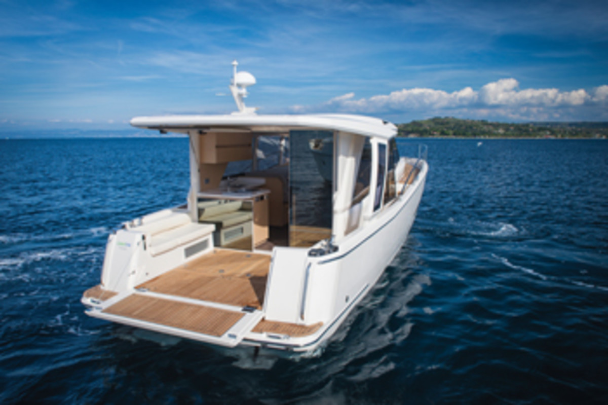 With the aft door and window open, the Greenline has one open level from cockpit to helm.