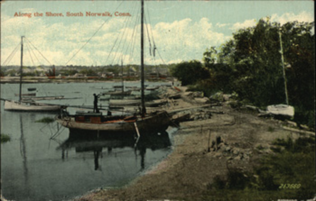 Prior to 1900, few pleasure boats came to the islands, but a fleet of sailing dredges worked the oyster beds.