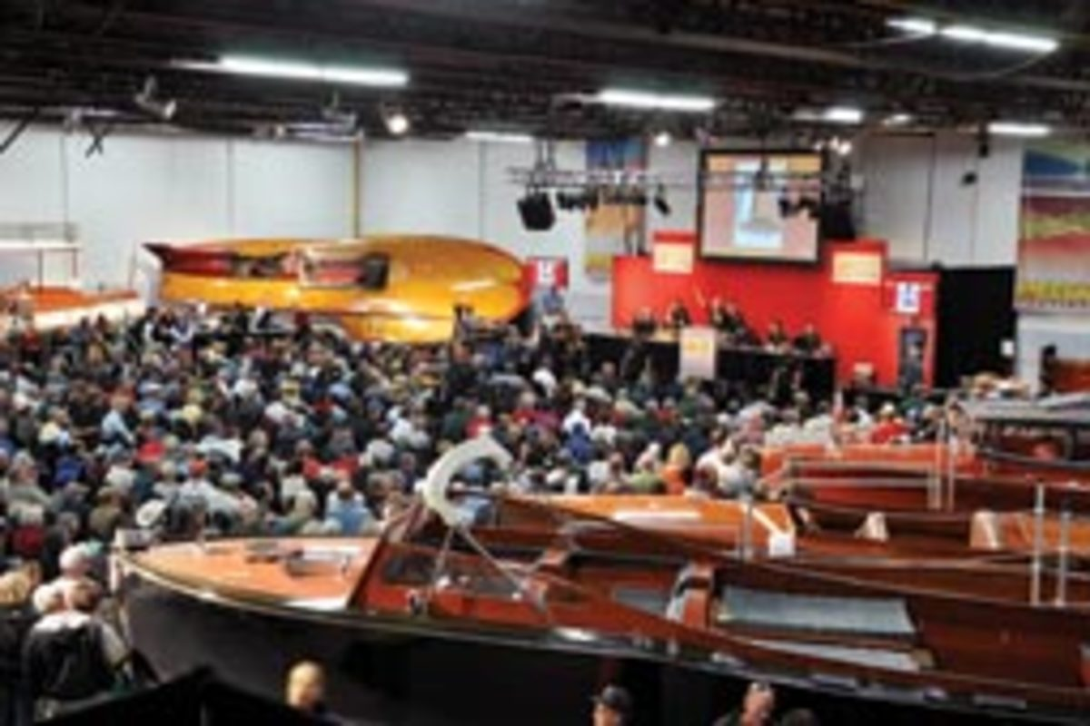 The auction company estimates the number of bidders at 300 to 400.