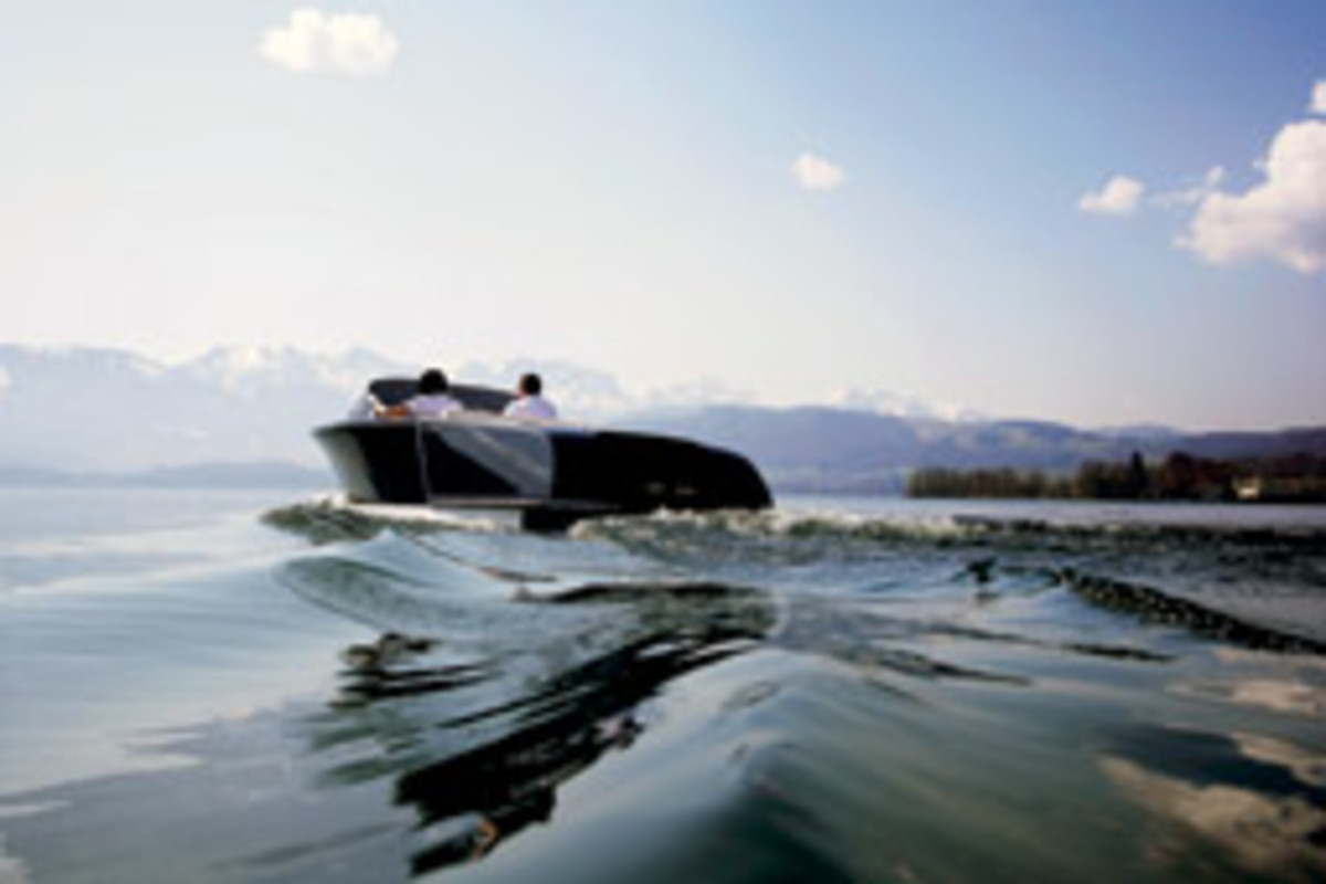 The Riviera 600 from Frauscher is powered by a fuel cell that uses an exchangeable hydrogen cartridge.