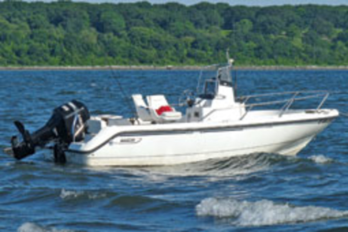 Boston Whaler Outrage 18 Soundings Online