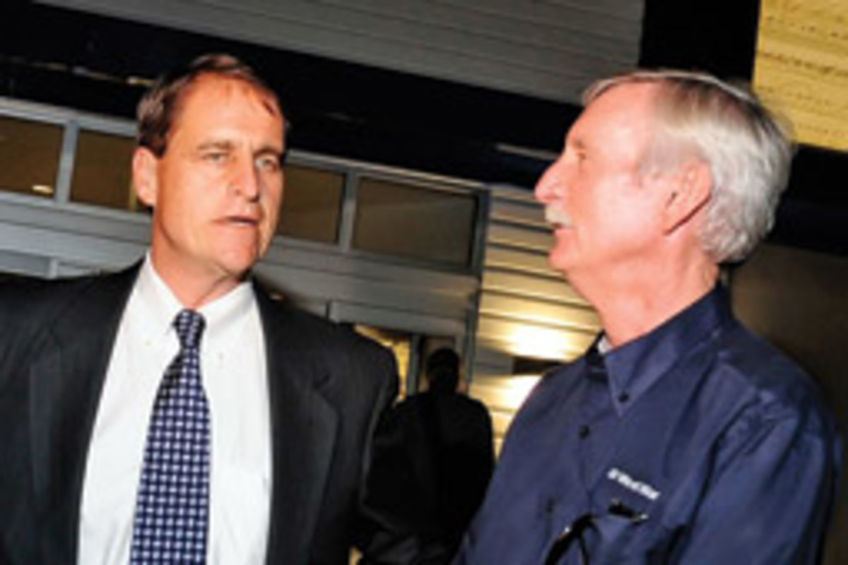 Fort Lauderdale Mayor John P. Seiler (left) and West Marine chairman Randy Repass were on hand for the grand opening.