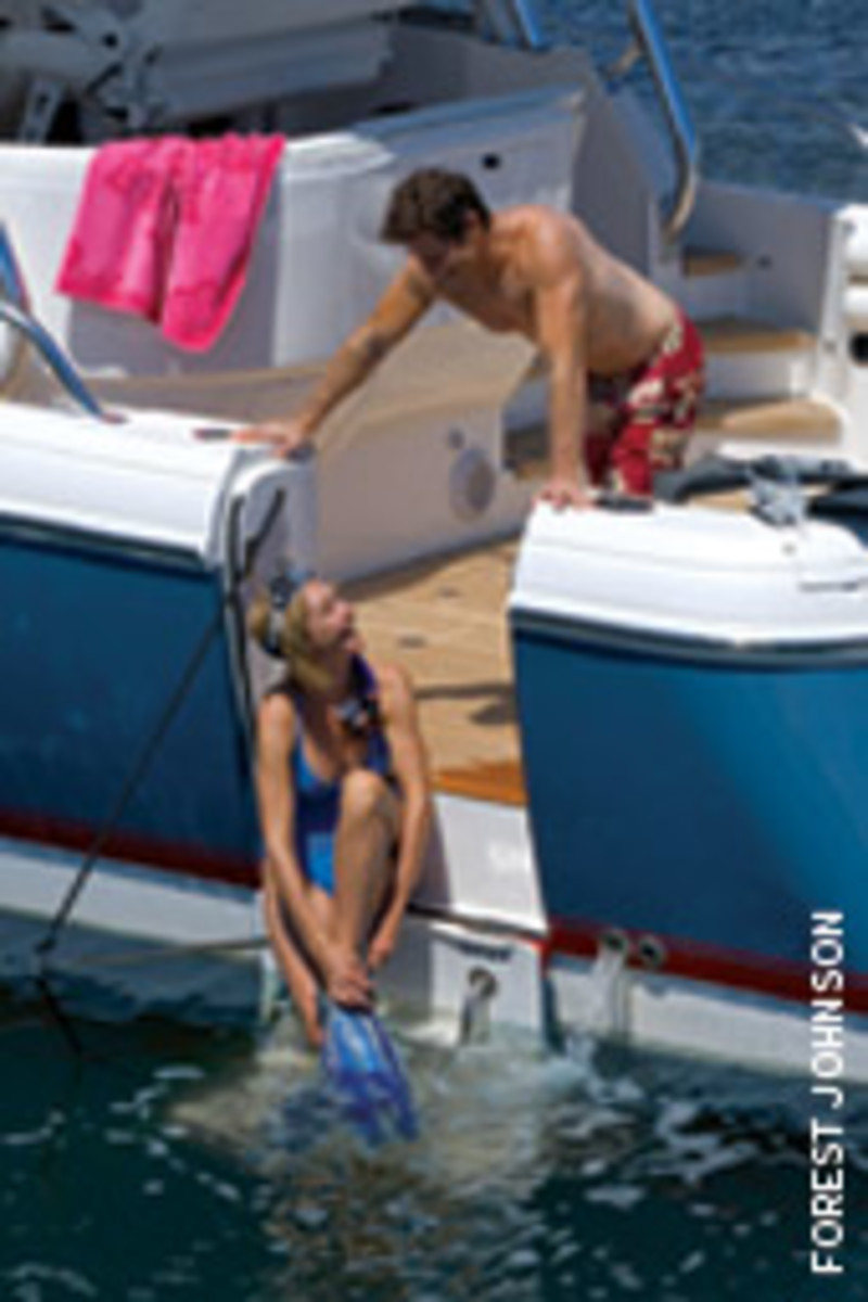 A hull-side dive door is an option on the 475 Sport Yacht, the queen of the fleet.