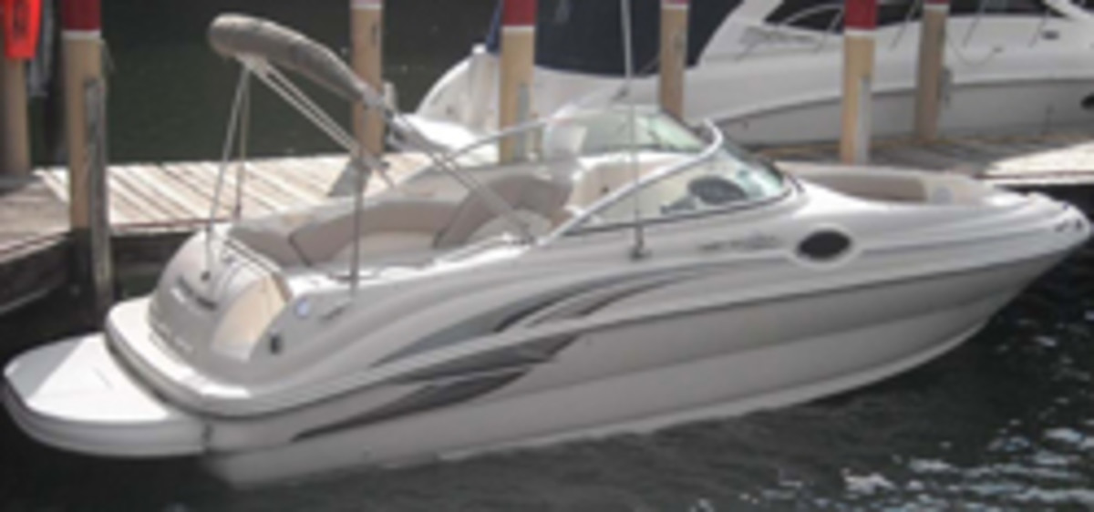 A 24-foot Sea Ray deck boat similar to the model involved in the collision.
