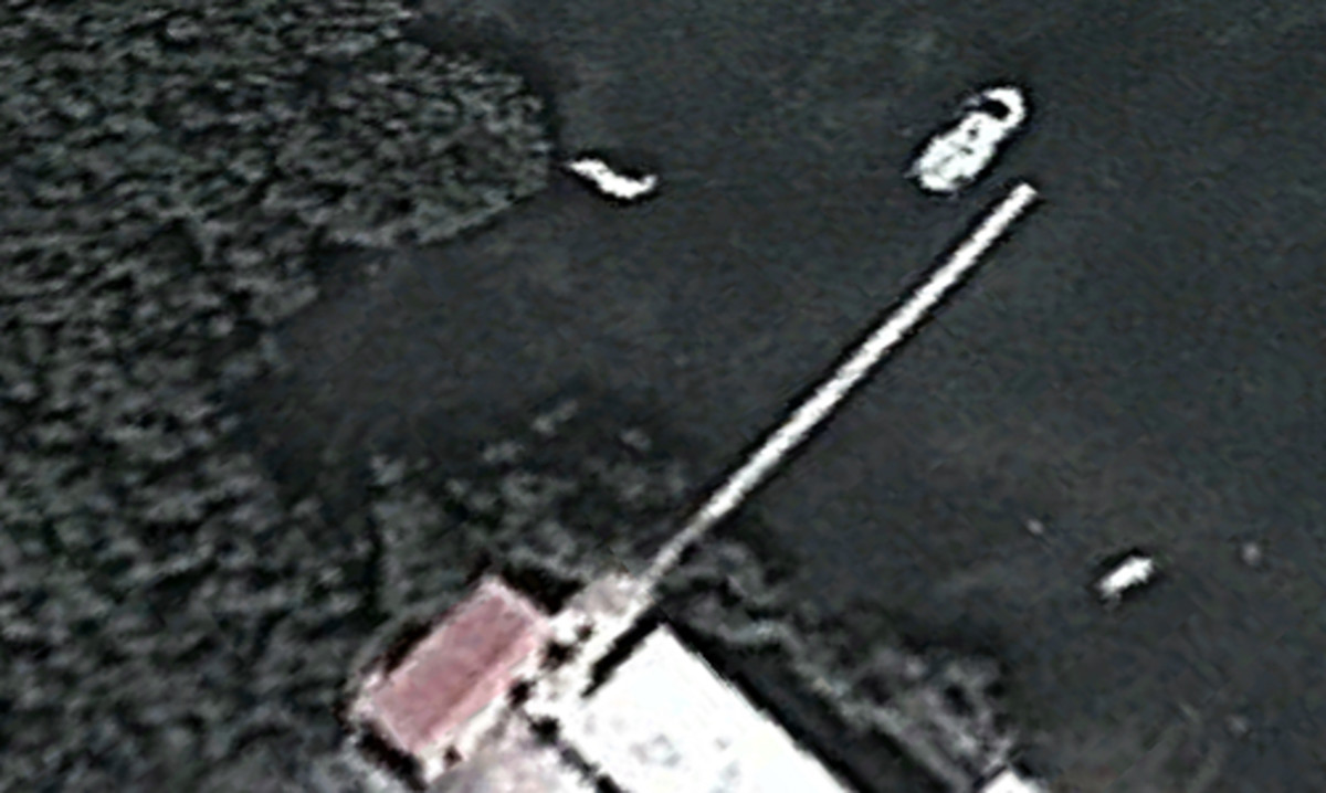 This satellite image shows a boat that might be Satori moored next to a pier at the Cuban coast guard base at Arroyos de Mantua.