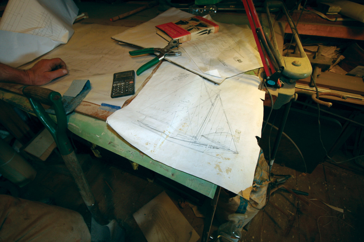 Burnham designs and builds boats the old-fashioned way, with every part coming from his shop: lumber milling, metalwork, rig and sails.