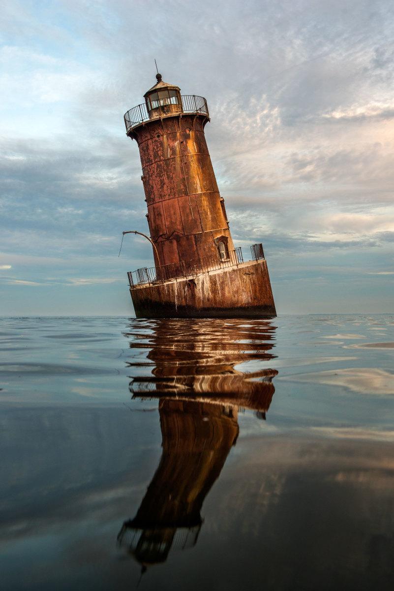 Leaning Lighthouse photo