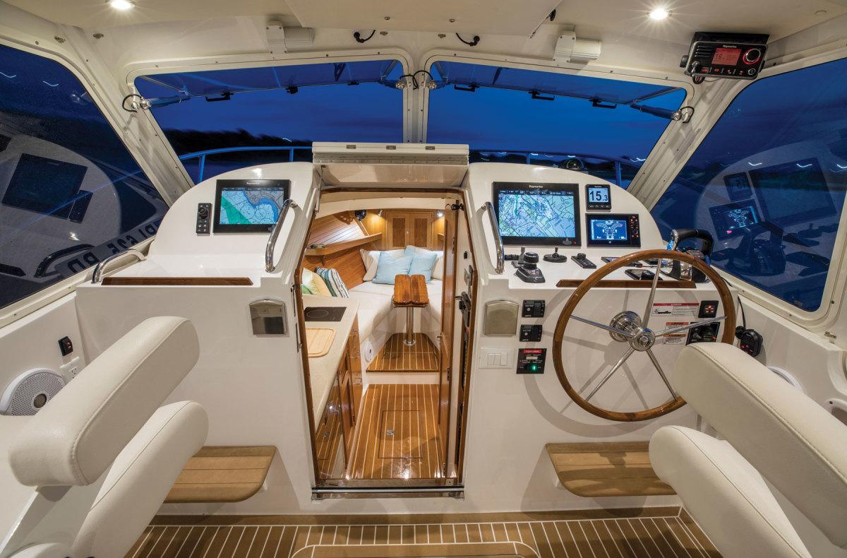 mjm-yacht-35z-interior