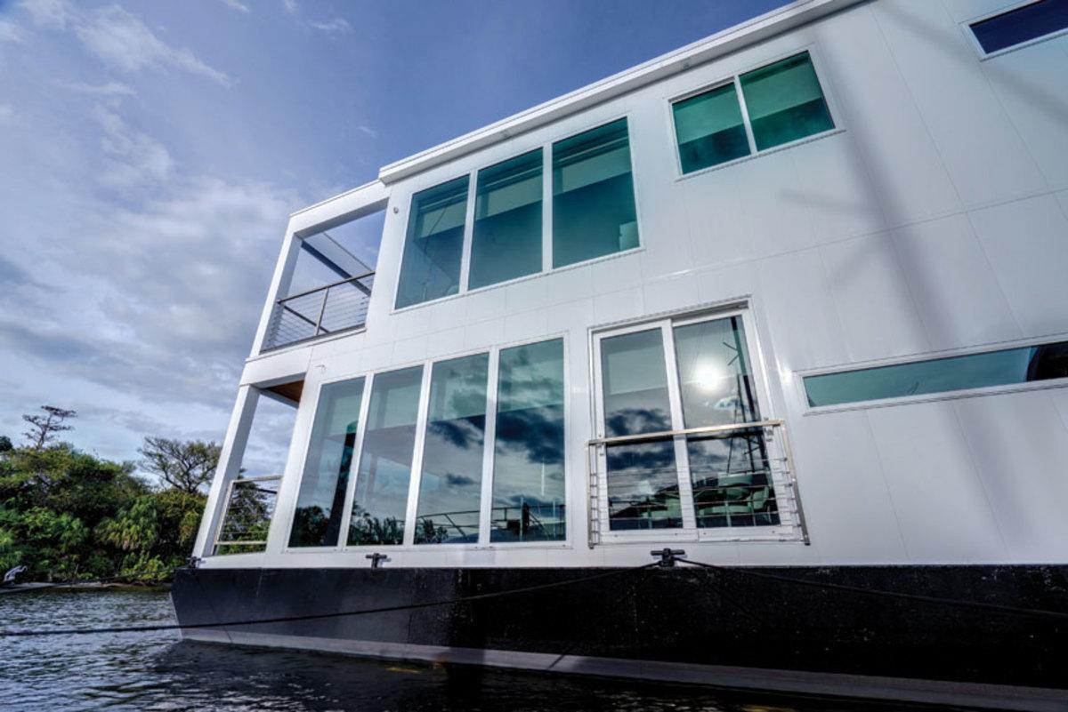 luxuria-houseboat-exterior