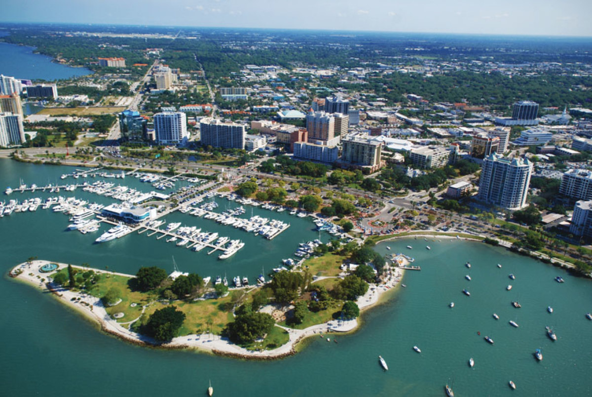 Marina Jack is a good stepping-off point when tying up in Sarasota.